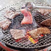 焼肉 幸福 - 上がる煙がまた食欲をそそる。