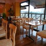 ラ・パペリーナ - テーブルの間隔はちょっと狭めです