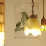 薪窯Pizza ピッチュ - アンティーク照明のあたたかい光が好評です。