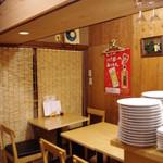 カレーや 満店堂 - テーブルは8席です(^^)/