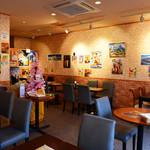 マヤデビ - アジアンテイストのインテリアが並ぶ店内は、落ち着いた雰囲気でゆったりお寛ぎいただけます。