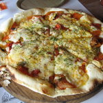 石窯Pizza クープ ドゥ シナモン - トマト煮込みのピザ