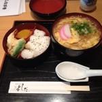 手打うどん よしだ - 松笠弁当けいらんうどん 730円 あんかけの玉子とじです。寒い冬にはピッタリメニューです。