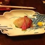 16248058 - 季節のこだわり懐石「椿」5000円 ぶりの焼き霜造り