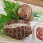 16251928 - にようげいも(里芋)と鰹の塩辛(酒盗)、そのまんまだけれど美味しいです