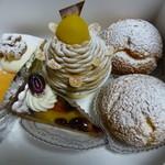 ラ・パルム・ドール - 買ってきたケーキ シュークリーム@160、チーズケーキ@380、マロンムース@500、プチタルト@180、