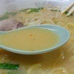 本家ラーメン - 白味噌なのにコクがあるスープ。ニンニクも利いてます。