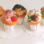 パティスリー ブラザーズ - ■カップシュー■ カップに入った5種類の味わいのシュークリームの中に、小さな「オドロキ」を込めて。