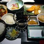 旬鮮台所 Zen - ランチ「レディース膳」(コーヒー付)…実物(ご飯小盛りにつき、デザート付)