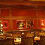 スプレンディード - 日本在住の画家ドミニク・ルトランジェ氏の絵画。 2000年、ここで採用。 以来、国内の有名ホテル、レストランのために多数製作されている。