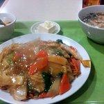菜香飯店 - (五目焼そば+ワンタン)セット