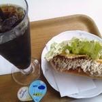 Café Buono - 生ハムとチーズのホットドック