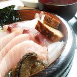 うおてつ - 海戦ちらし寿司