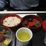 虎屋菓寮 - 煎り青大豆ごはんとハーフあんみつのセット