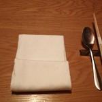 かみくら - お箸がセッティング