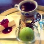 16273967 - ケーキセット(レアチーズケーキ、抹茶アイス、ミルクティ)