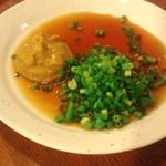KOMERU - からしとたっぷりのネギに酢醤油。おでんをコレにつけて食べます。
