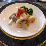 16276492 - 楊貴妃ランチコース:芝海老と大根餅のXO醤ソース炒め