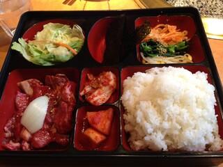 韓食苑 恭楽亭 - サービスカルビランチ(950円)