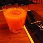 ろばたBar 熊 - 柿のカクテル