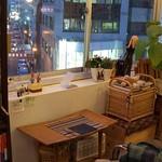 ヒナタ屋 - 窓きわテーブル席