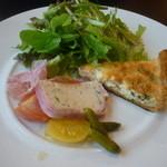 16290942 - 日向地鶏とホタテのテリーヌ、キッシュ、生ハム、ピクルス、トマトのコンフィ、サラダ