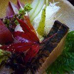 お料理みつやす - お刺身・・鰆(大好きなのですが、福岡のお鮨屋さんでは出されるところが少なくて)、鯛、鮪など。  このお値段で頂ける品としては、熟成度もよく美味しいお刺身です。