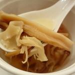 銀座 飛雁閣 - 松茸とキノコのスープ