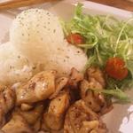 サンダルキッチン - 金曜日のごはん。パスタじゃないメニューももちろんおいしい。おしゃれごはん。鶏肉のドネルケバブ。