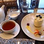 16300006 - 紅茶とケーキ
