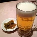 杏花楼 - 生ビール(600円)と搾菜