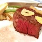 西洋料理 島 - ステーキの断面。美しい。