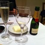 西洋料理 島 - グラスシャンパンはなく、モエの375ml。