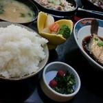 """川崎屋 - """"丸ハギの煮付け(600円)+定食(150円位?) ハギは鮮度もよくって旨々♪"""
