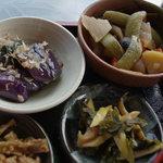 大久ら - 野菜の煮物、筍と葉山椒の煮物、茄子の揚げ浸し