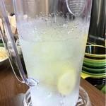 元町通り3丁目 - 2012.12.11 レモンの入ったお水が嬉しい♪