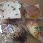 16312629 - レーズンパン2種、テーブルロール、チーズパン