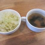 パスタヤ - セットのサラダとスープ