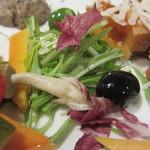 ビオバル弘前 - サラダとオリーブ