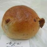 香麦里 - 天然酵母パン(胡桃)50円