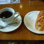 ポップコーン - ブレンドコーヒー(400円)+ホットドックのモーニングサービス