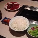 末広園 - カルビ&タン定食 \1000
