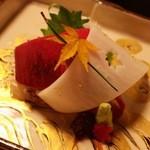 桜鶴苑 - 向附:寒鰤柚子卸し 鯛重ね作り 中とろ あしらい一式