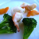 中国料理 「望海楼」 - 季節野菜と車海老の炒め・・大振の車エビです。中華らしい塩味ですが、好みですね。