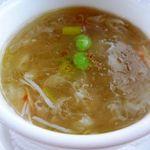 中国料理 「望海楼」 - タラバ蟹入りふかひれスープ・・・蟹と合わせたスープはフカヒレの量が少ないことが多いのですけれど、こちらのはフカヒレもタップリ入っていました。スープのお味も濃厚で好みです