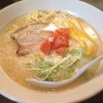 音麺酒家 楽々 - 「音麺酒家」にて武蔵家とのコラボ、ホワイトハウス(白い家系だそうです。) 濃厚な家系スープにチーズクリームなど… 正直微妙でした^^