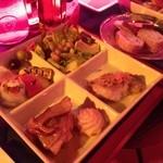 六本木 金魚 - プレートとパン