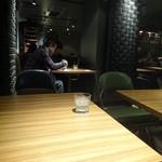 カフェ・アドレス - 一番奥のソファー席より