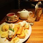 カフェ・アドレス - キャラメルバナナのフレンチトーストと、ベリーベリーベリーティー