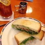 モーツアルト - ツナと野菜のサンド セット930円
